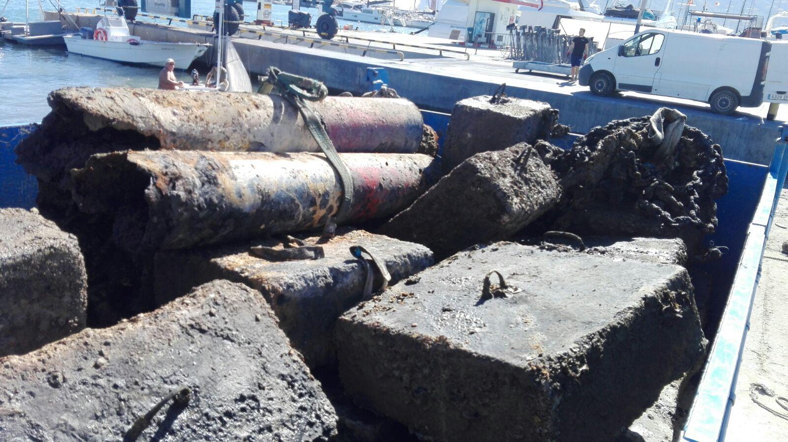 La Cofradía de Altea extrae más de 15 toneladas de residuos marinos del Puerto